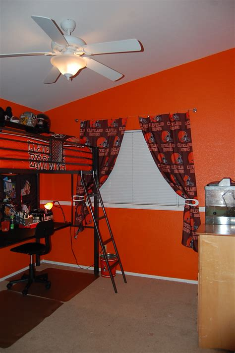 The Crafty Touch: Newness - Cardinals and Browns Bedrooms