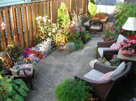 20 Tiny But Really Charming Backyard Designs - Page 3 of 3