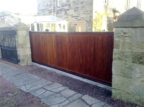 Timber Wooden Driveway and Pedestrian Gates | W Campbell