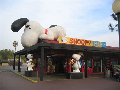 Camp Snoopy Shop | The Camp Snoopy store, right outide